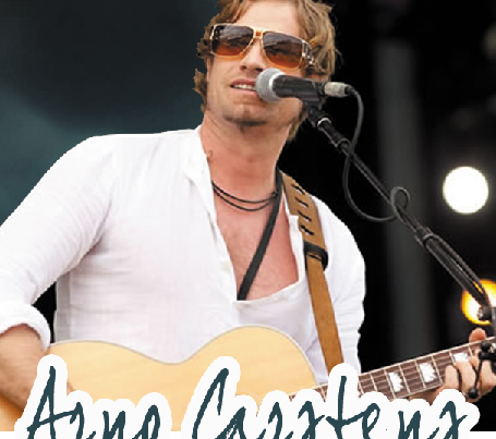 Arno Carstens under the trees!