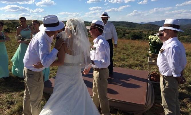 Country weddings at Mahikeng Lodge