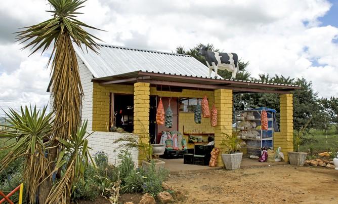 Roadside fresh fruit & vegetable farm stalls